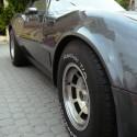 Corvette z bočného uhla pohľadu a zospodu.