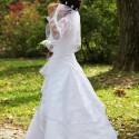 Detail na svadobné šaty z profilu.