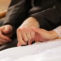 Ak to bolo vhodné, držali sme sa počas obradu za ruky (tu už ako manželia).