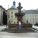 Na nádvorí Pražského hradu.